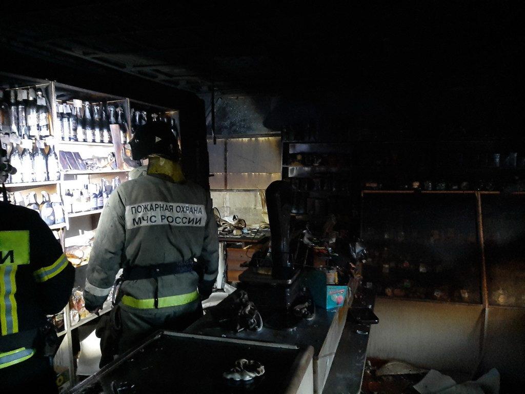 пожар 24.07.2020, магазин, 2-й мкрн, Сафоново_1 (фото 67.mchs.gov.ru)