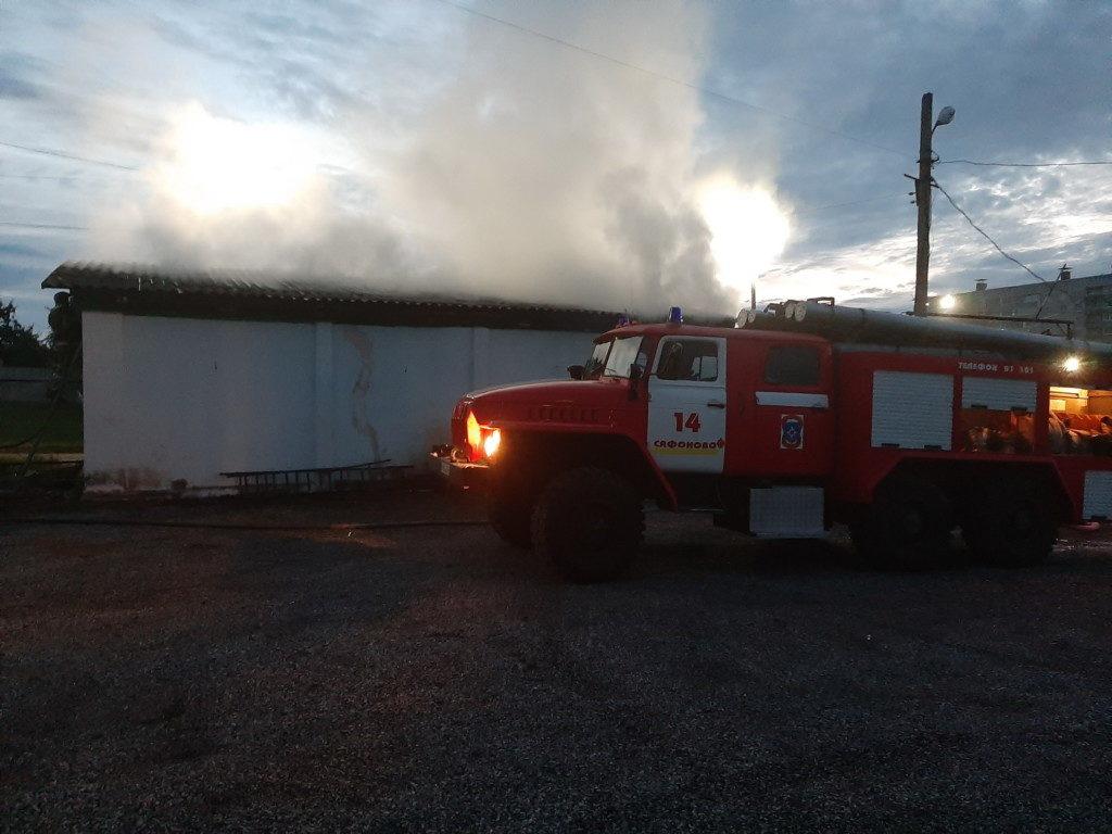 пожар 24.07.2020, магазин, 2-й мкрн, Сафоново_2 (фото 67.mchs.gov.ru)