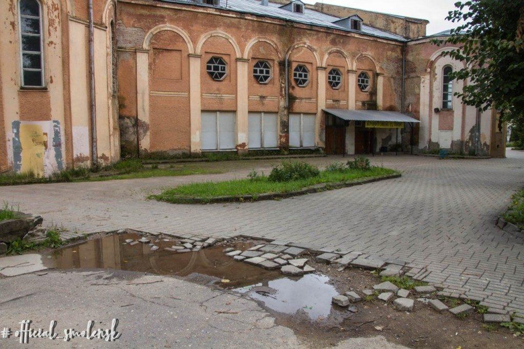сквер за кинотеатром Октябрь
