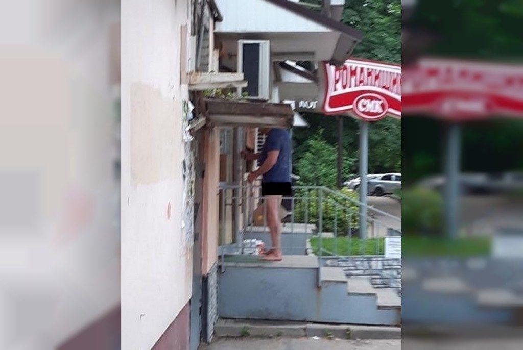 эксгибиционист, полуобнажённый мужчина, улица Кирова, магазин (фото instagram.com podslushanosmolensk)