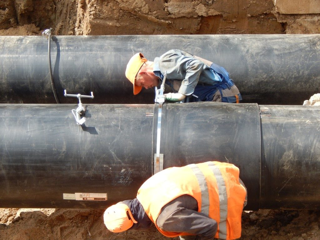 монтаж трубопроводов, ремонт теплосетей (фото пресс-службы смоленского филиала ПАО Квадра)