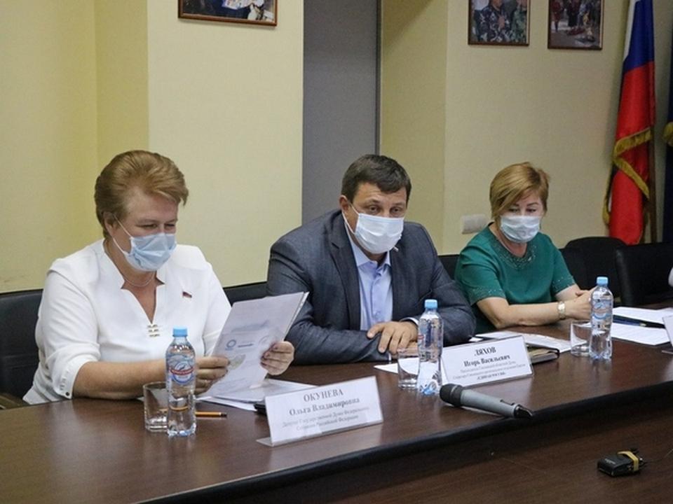 Окунева, Ляхов, Максимчук (фото smolensk.er.ru)