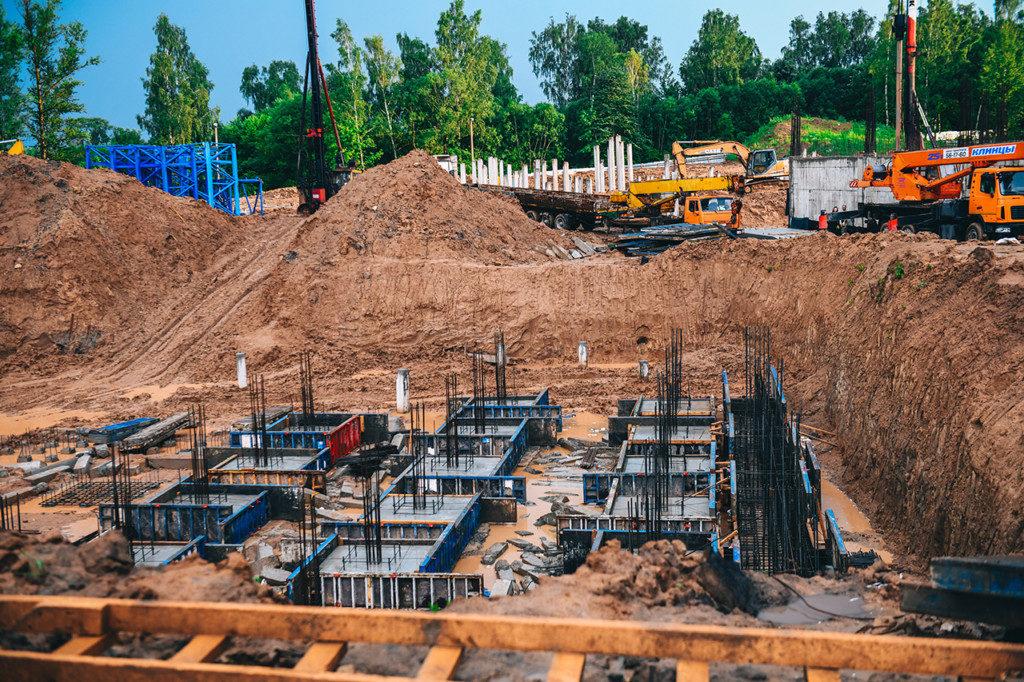строительство школы в Соловьиной роще (фото admin-smolensk.ru)