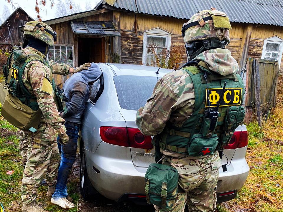 ФСБ, задержание, изготовитель наркотиков, Mazda 3