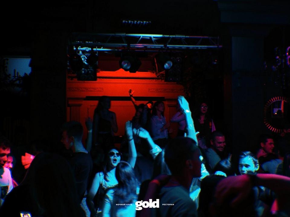 ночной клуб Gold, вечеринка, танцпол (фото vk.com gold_2k18)