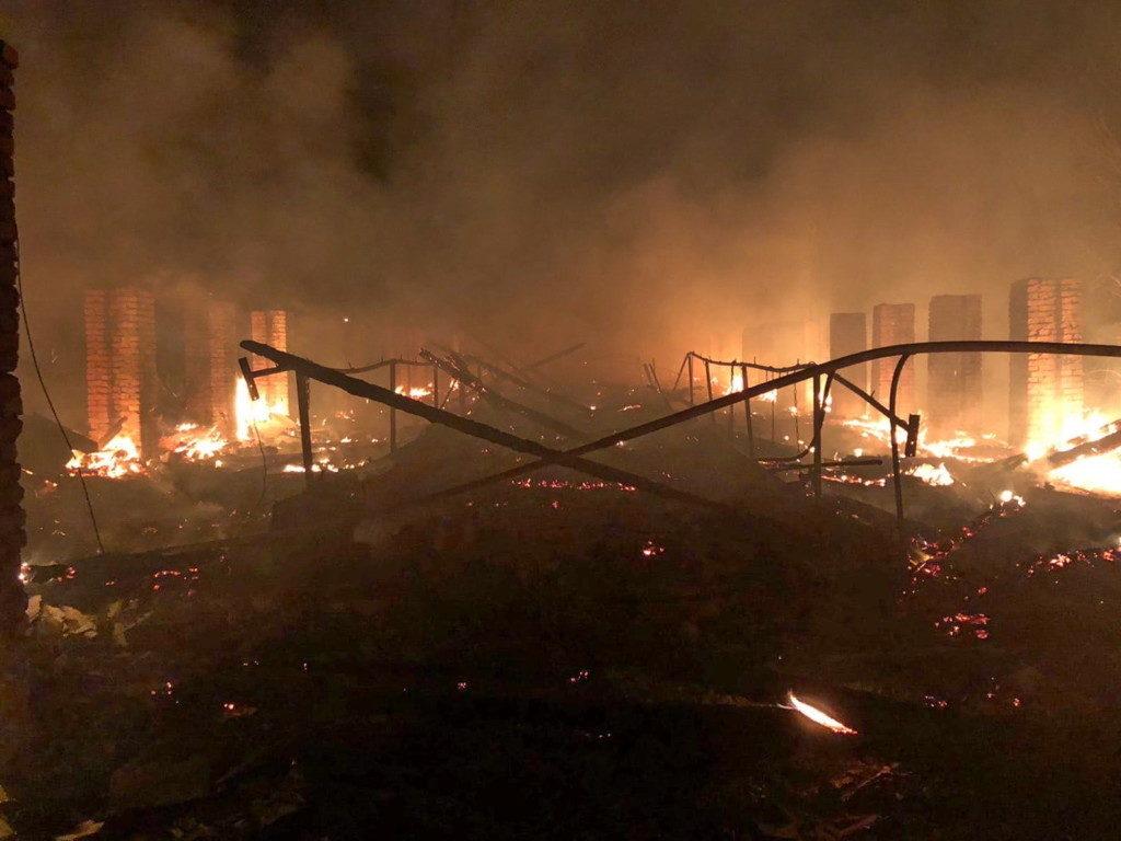 пожар 30.09.2020, хлев, Слободка, поджог (фото 67.mchs.gov.ru)
