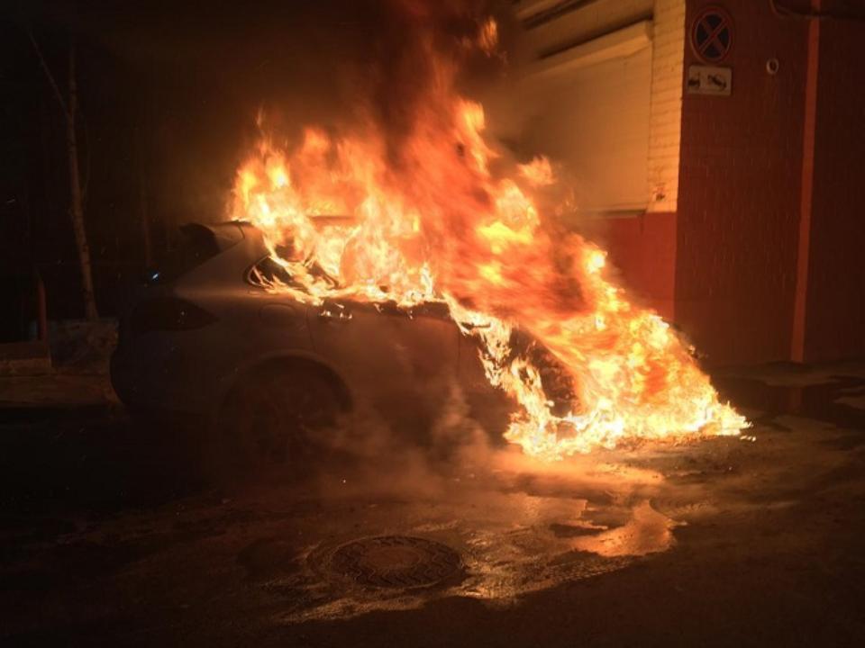 возгорание Porsche Cayenne (фото baikal24.ru)