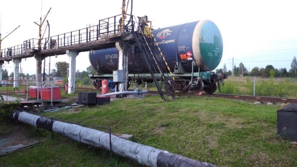 железнодорожная цистерна с дизельным топливом (фото ЛО МВД России на станции Смоленск)