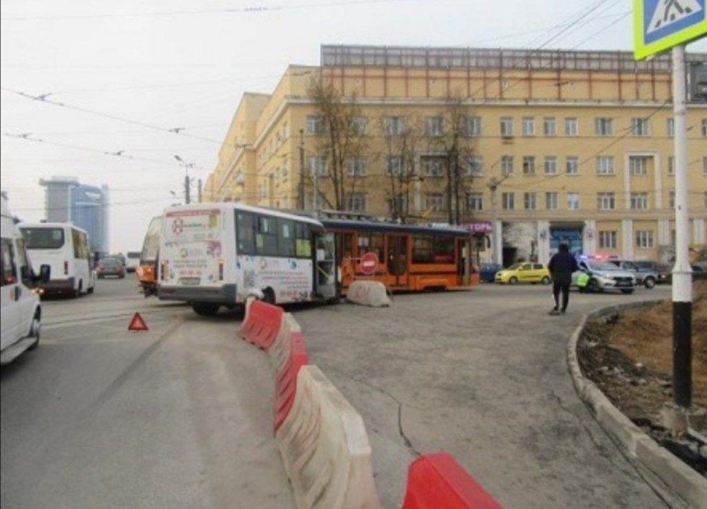 дтп трамвай автобус