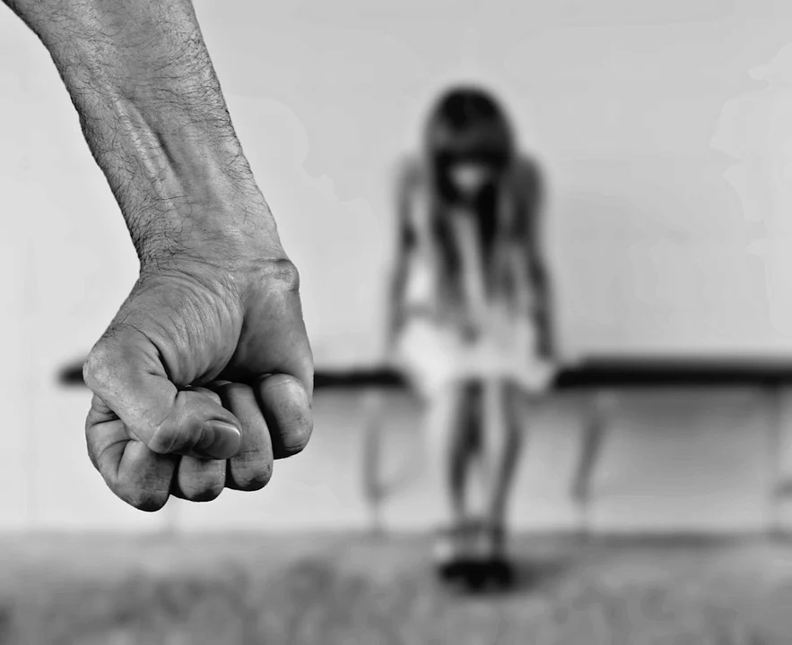 нападение насилие женщина угроза драка