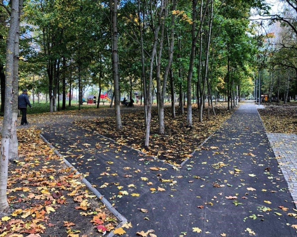 парк Солнцева, благоустройство, октябрь 2020 (фото пресс-службы Эггер Древпродукт Гагарин)