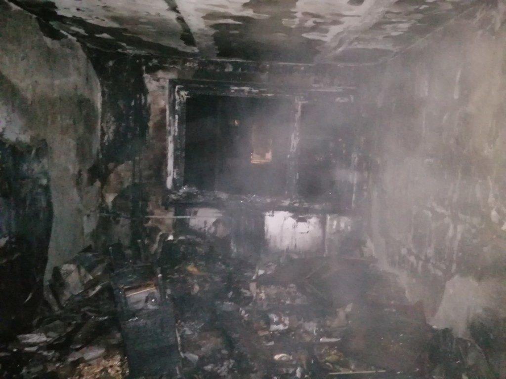 пожар 14.10.2020, Верхнеднепровский, улица Комсомольская, квартира в общежитии (фото 67.mchs.gov.ru)