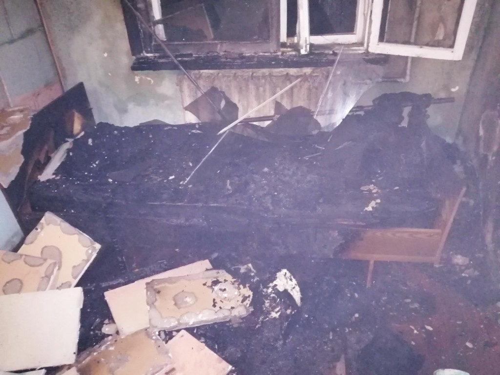 пожар 21.10.2020, кровать, квартира, Верхнеднепровский, улица Молодёжная, неосторожность при курении (фото 67.mchs.gov.ru)