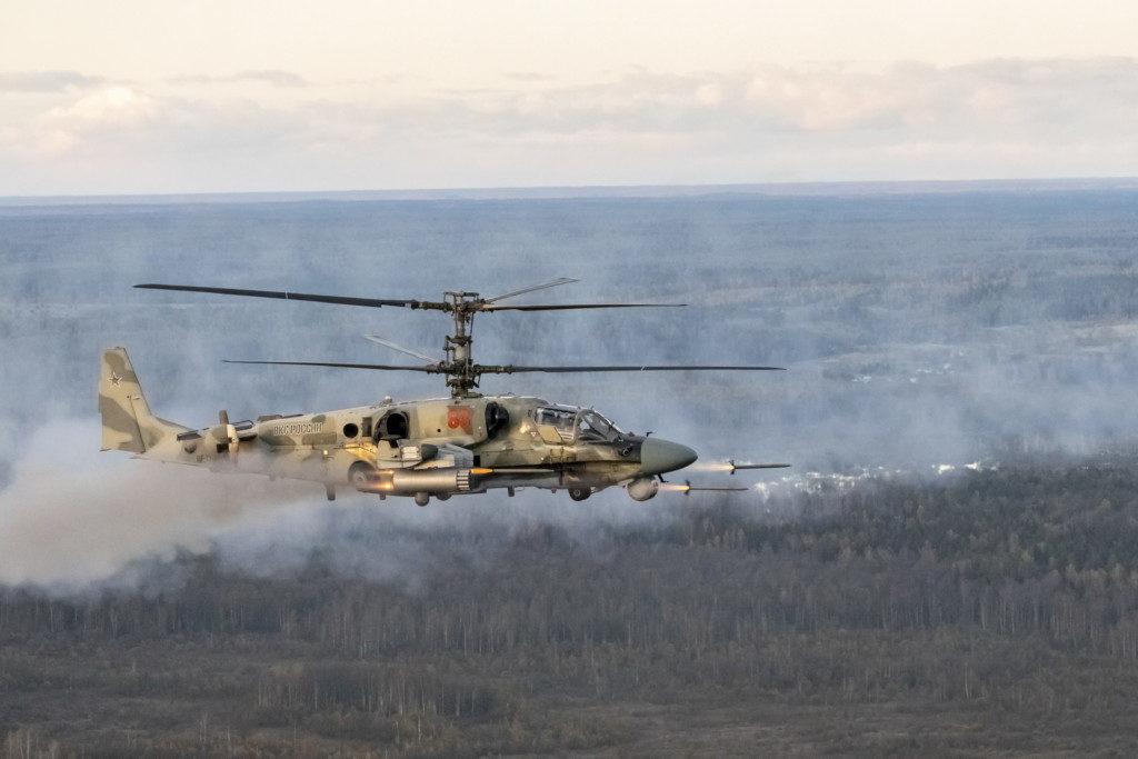 учения вертолётов в небе Вяземского района (фото - Евгений Кель)_6