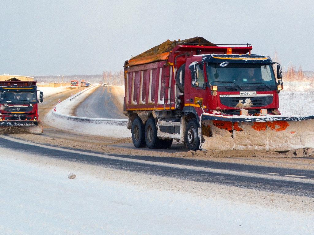 очистка снега (фото пресс-службы ФКУ Упрдор Москва - Бобруйск)