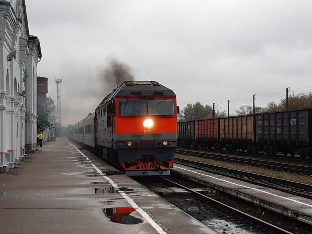 poezd-tavriya-25.10.2020-v-roslavle-simferopol-smolensk-grand-servis-ekspress-foto-vk.com-roslavlskaya_pravda_2