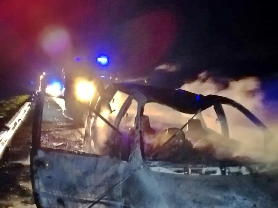 пожар 1.11.2020, Dodge Caravan, Сафоновский район (фото 67.mchs.gov (2)
