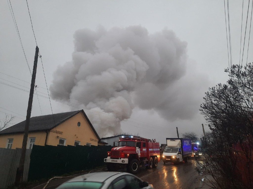 пожар 25.11.2020, 3-й Свердловский переулок, частный дом (фото 67.mchs.gov.ru)_1