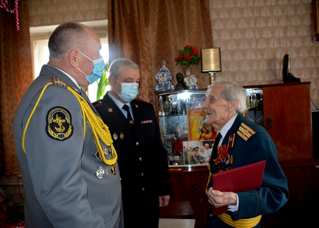 sarzhin-pozdravlenie-veterana