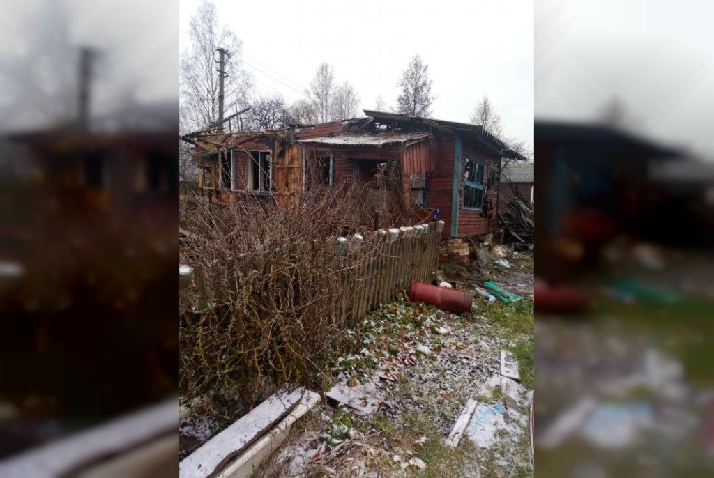 сгоревший дом пожар Рудня