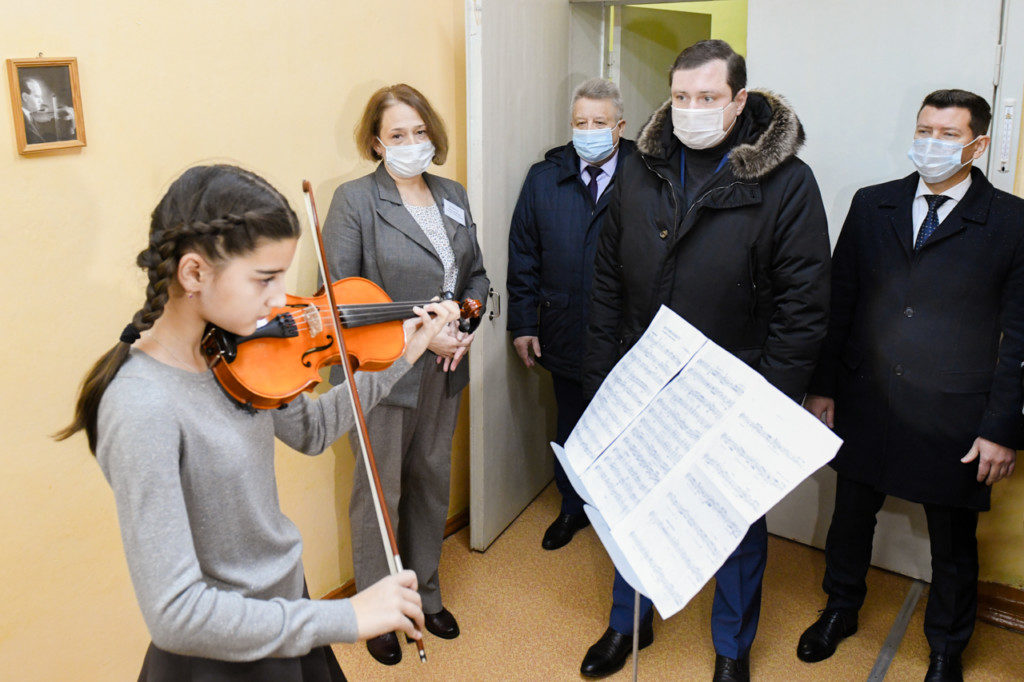 скрипка ученица школы искусств