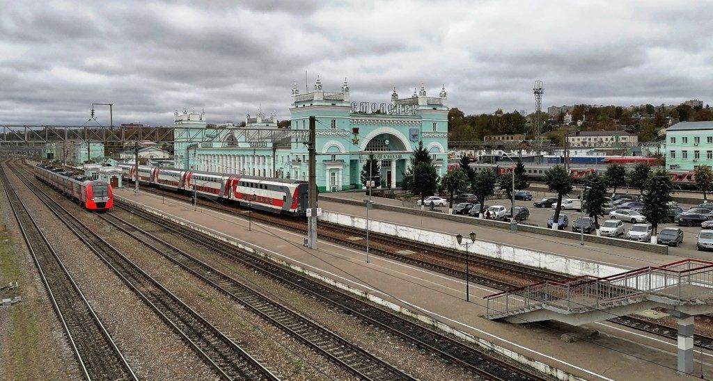Ласточка, двухэтажный поезд Смоленск - Москва, главный железнодорожный вокзал (фото пресс-службы смоленского отделения МЖД)