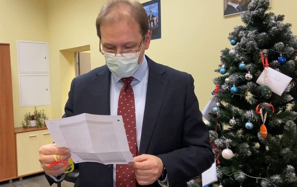 Ректор СмолГУ поддержал благотворительный проект «Елка желаний»