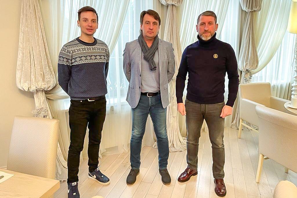 в центре Владимир Силованов, справа - Владимир Савченков, ФК Смоленск