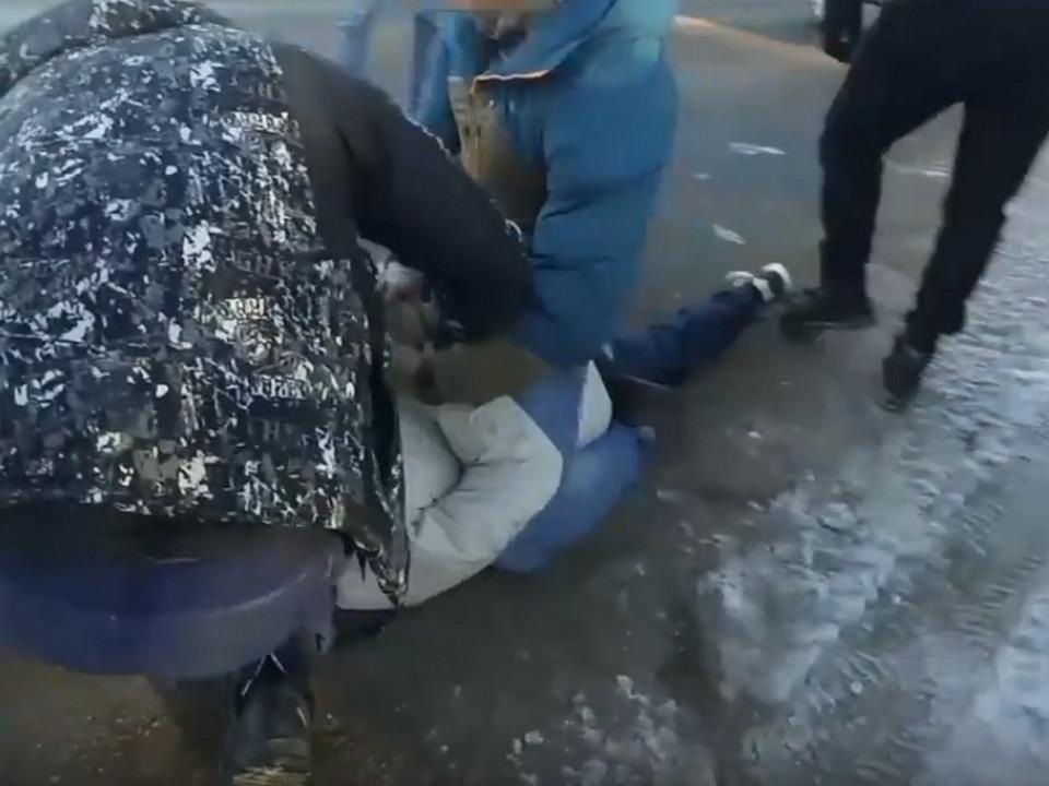 задержание наркоплантатора в Смоленске, кадр оперативного видео МВД