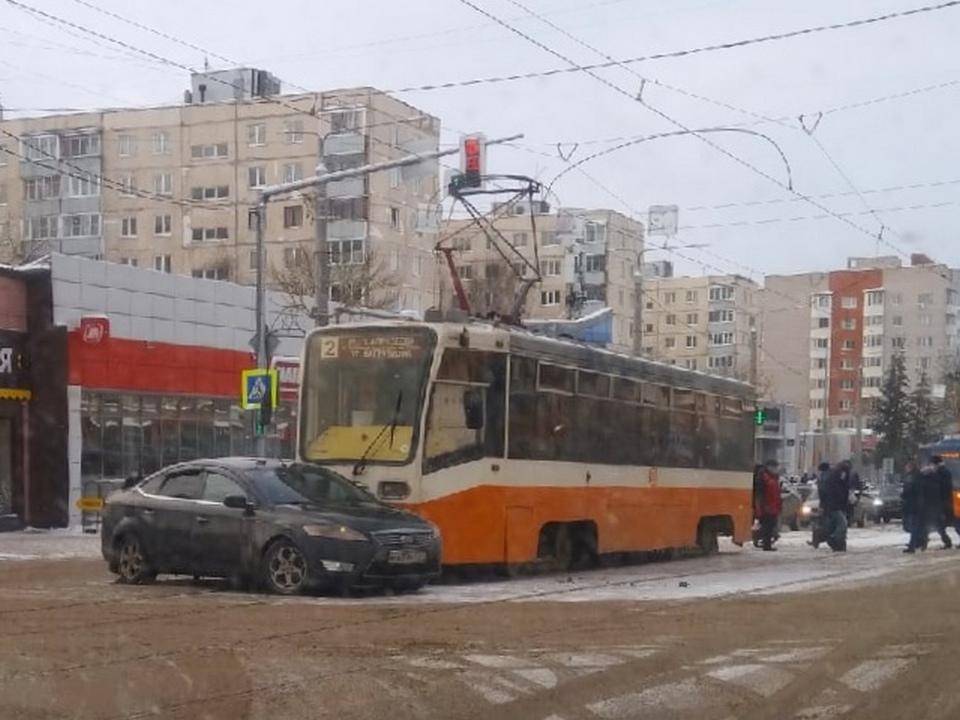 ДТП 11.01.2021, трамвай, Ford Mondeo, улица Николаева (фото vk.com smolensk_transport)