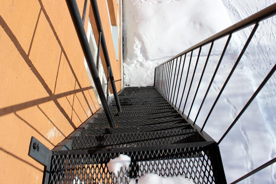 лестница ступеньки гололёд опасность