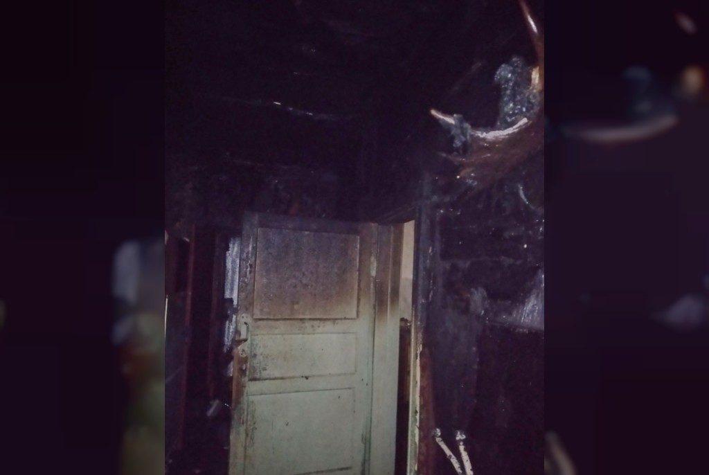 пожар 5.01.2021, Хиславичи, 1-й переулок Урицкого (фото 67.mchs.gov.ru)