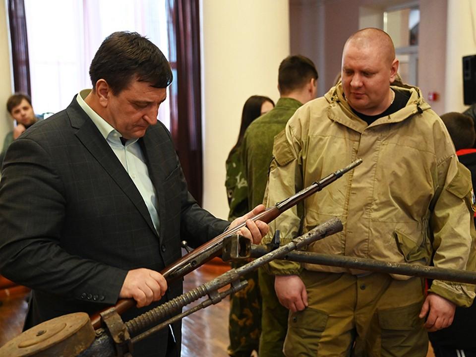 День поисковика-2021 в Сафонове, Ляхов, ППШ, выставка образцов вооружения (фото smoloblduma.ru)