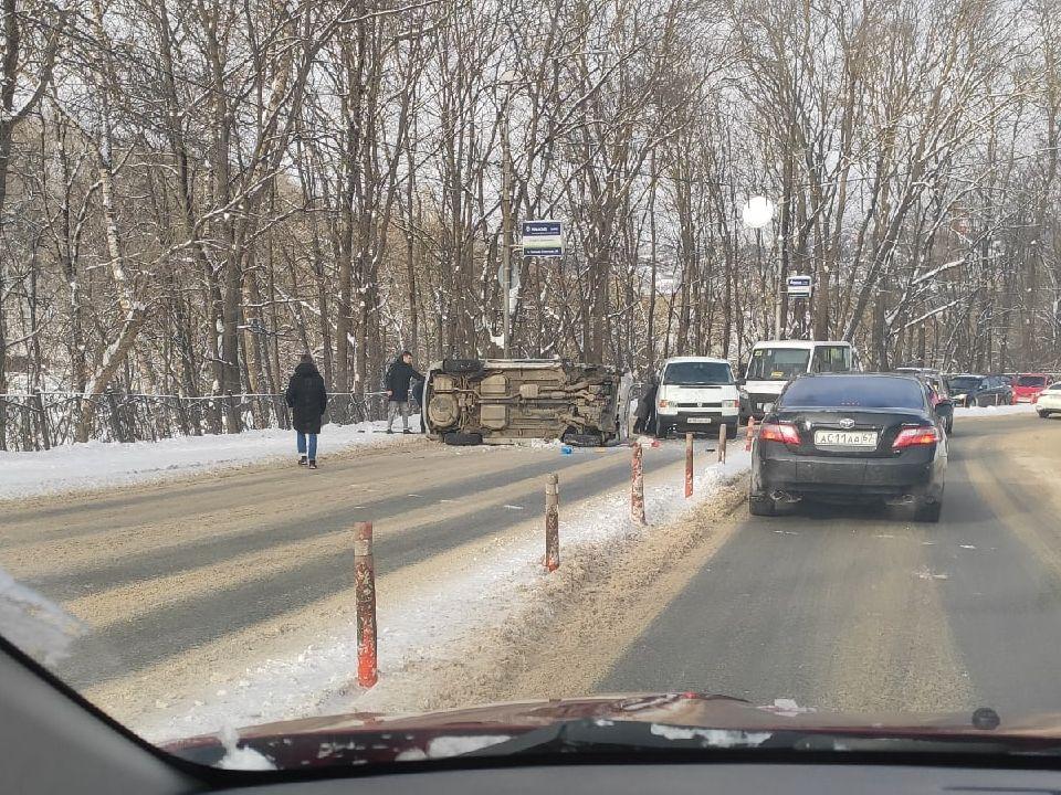 ДТП 17.02.2021, Большая Советская, опрокидывание Hyundai Santa Fe (фото vk.com smol9n)