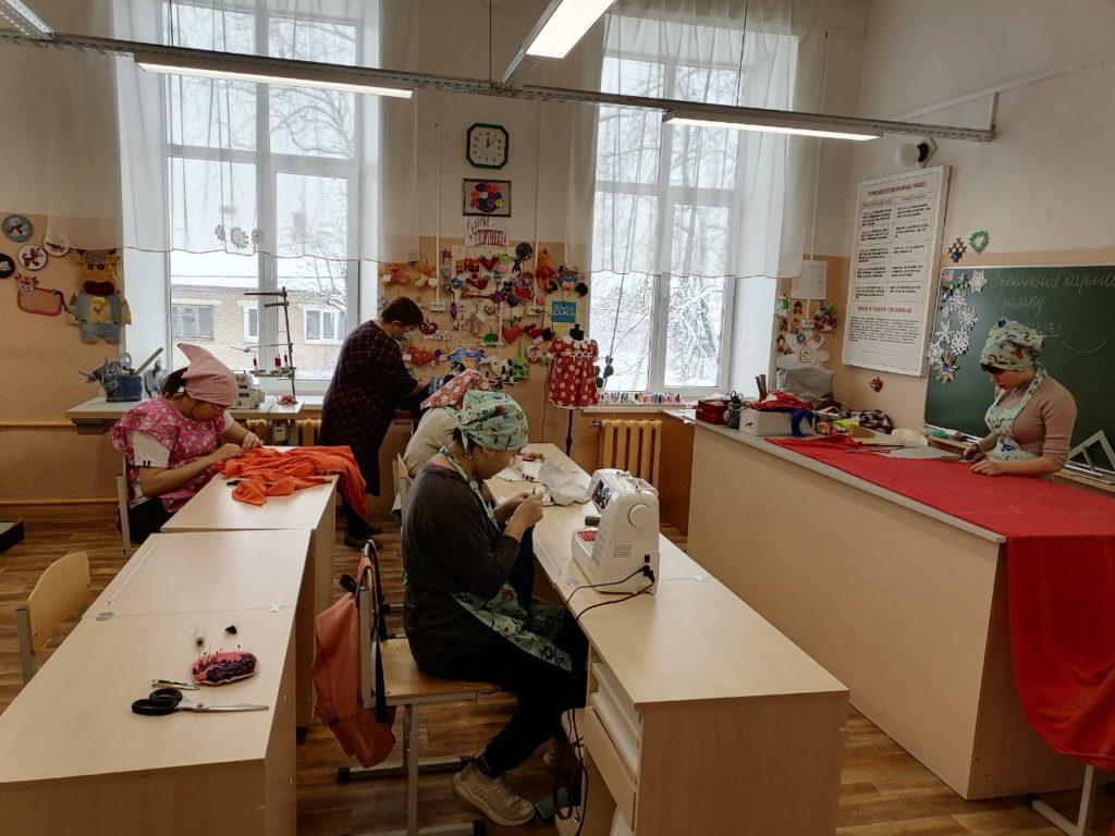 Духовщинская школа-интернат для обучающихся с ОВЗ, швейное дело (фото admin-smolensk.ru)
