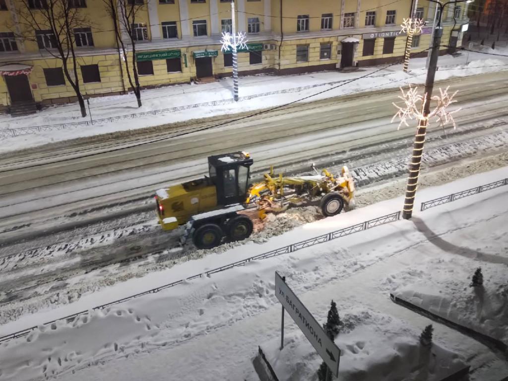 грейдер, уборка льда и снега, улица Николаева (фото smoladmin.ru)