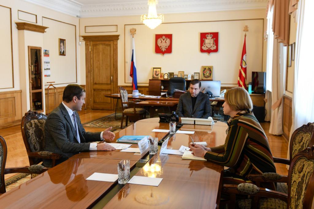 Козлов, Островский, Хомутова, рабочая встреча (фото admin-smolensk.ru)