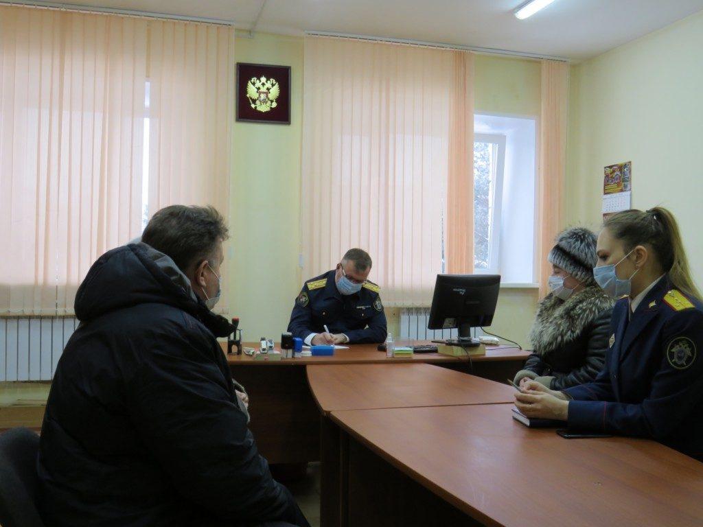Уханов, приём граждан, колхоз в Вяземском районе, невыплата зарплат (фото smolensk.sledcom.ru)