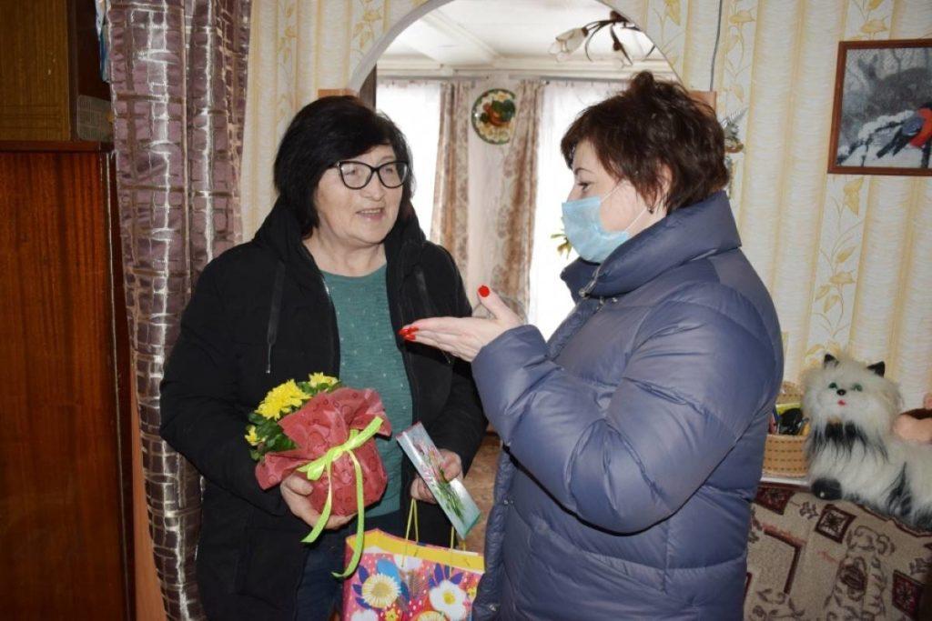 8 марта, поздравление (фото smolensk.er.ru)