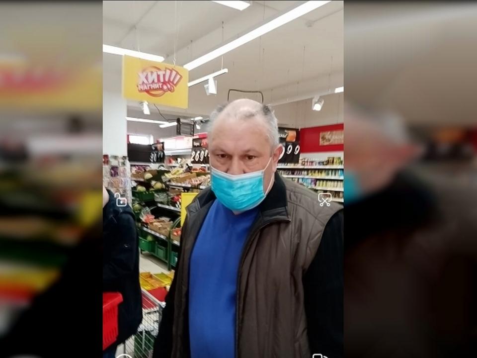 избивший 28.12.2021 мужчину, Магнит, Краснинское шоссе, 6 (фото vk.com id152000217)