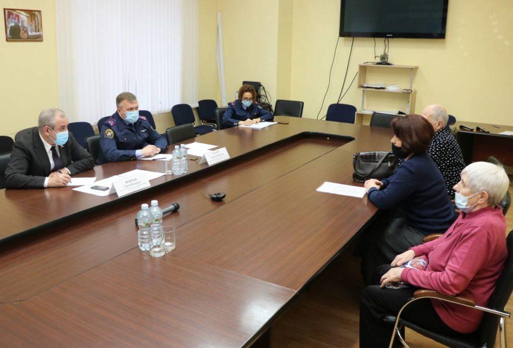 Неверов, Уханов, приём граждан 2.03.2021 (фото smolensk.er.ru)