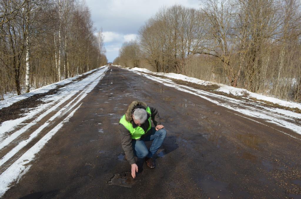 ОНФ, инспекция дороги возле деревни Ивино (фото Смоленскавтодора)