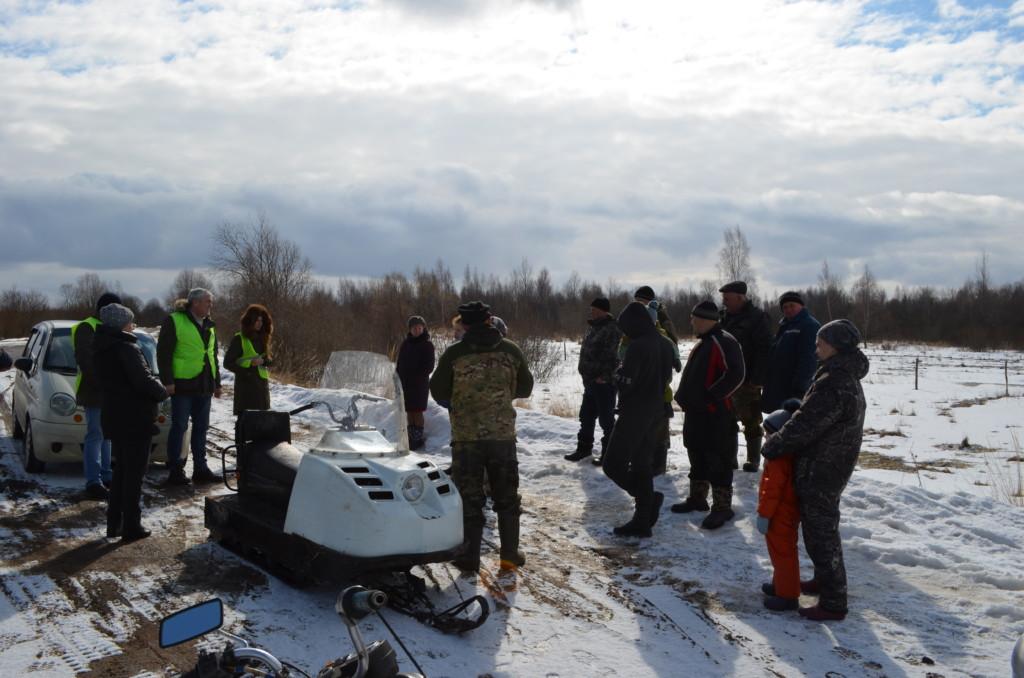 ОНФ, инспекция дороги, встреча с жителями деревни Ивино_1 (фото Смоленскавтодора)