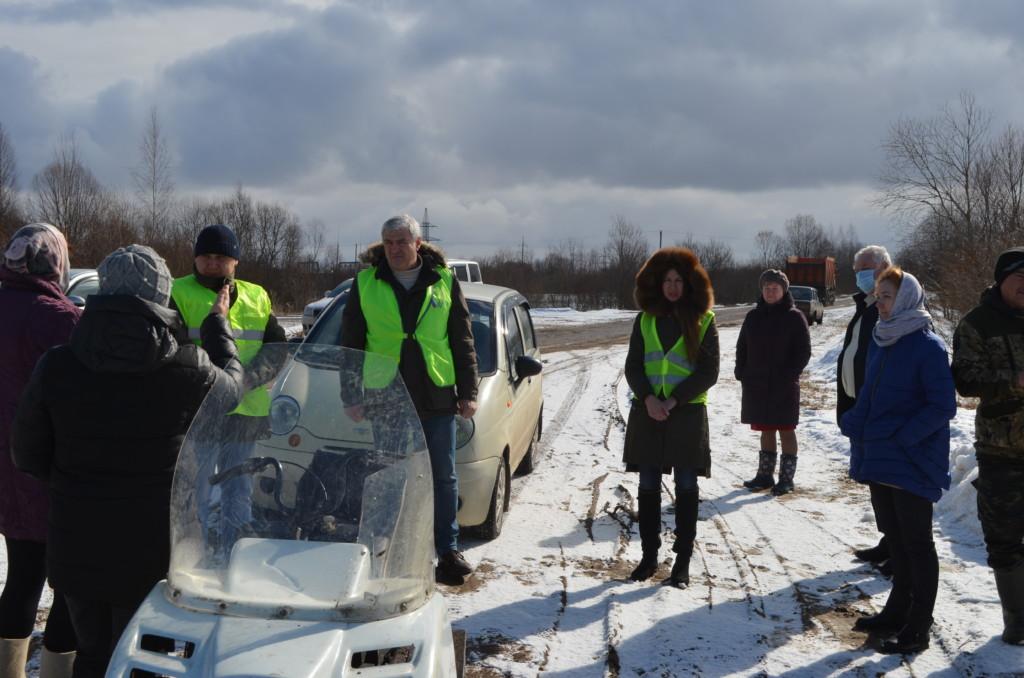 ОНФ, инспекция дороги, встреча с жителями деревни Ивино_2 (фото Смоленскавтодора)