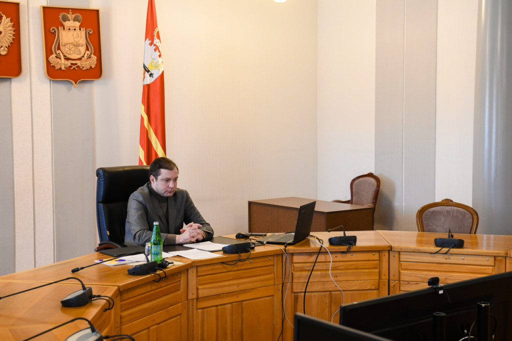 Островский, видеоселектор, совещание по подготовке празднования 60-летия полёта Гагарина (фото admin-smolensk.ru)