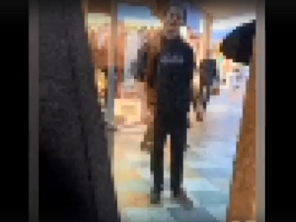 потенциальный самоубийца, ТРЦ Галактика (кадр видео instagram.com podslushanosmolensk)