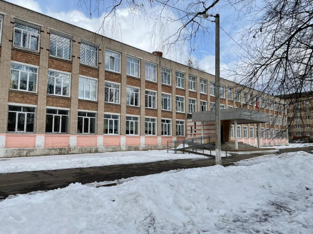 школа №2 посёлка Верхнеднепровский (фото smolensk.sledcom.ru)