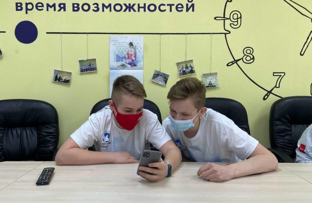 учащиеся школы №3 Смоленска, интеллектуальная онлайн-игра «1418», региональный ресурсный центр (фото smolensk.er.ru)