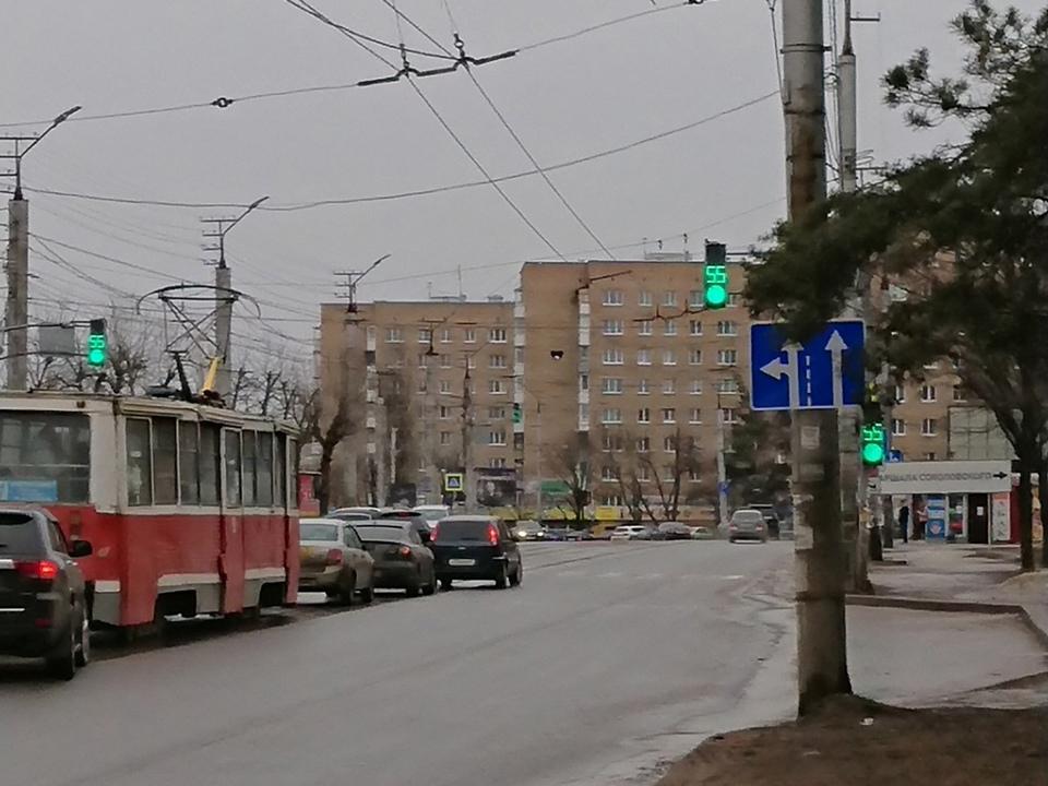 знак рядности при повороте к ТРЦ Макси, 30.03.2021, улица 25 Сентября (фото vk.com id12067299)