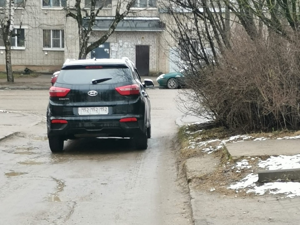 извращенец, эксгибиционист, Hyundai Creta (фото vk.com drive2_smolensk)